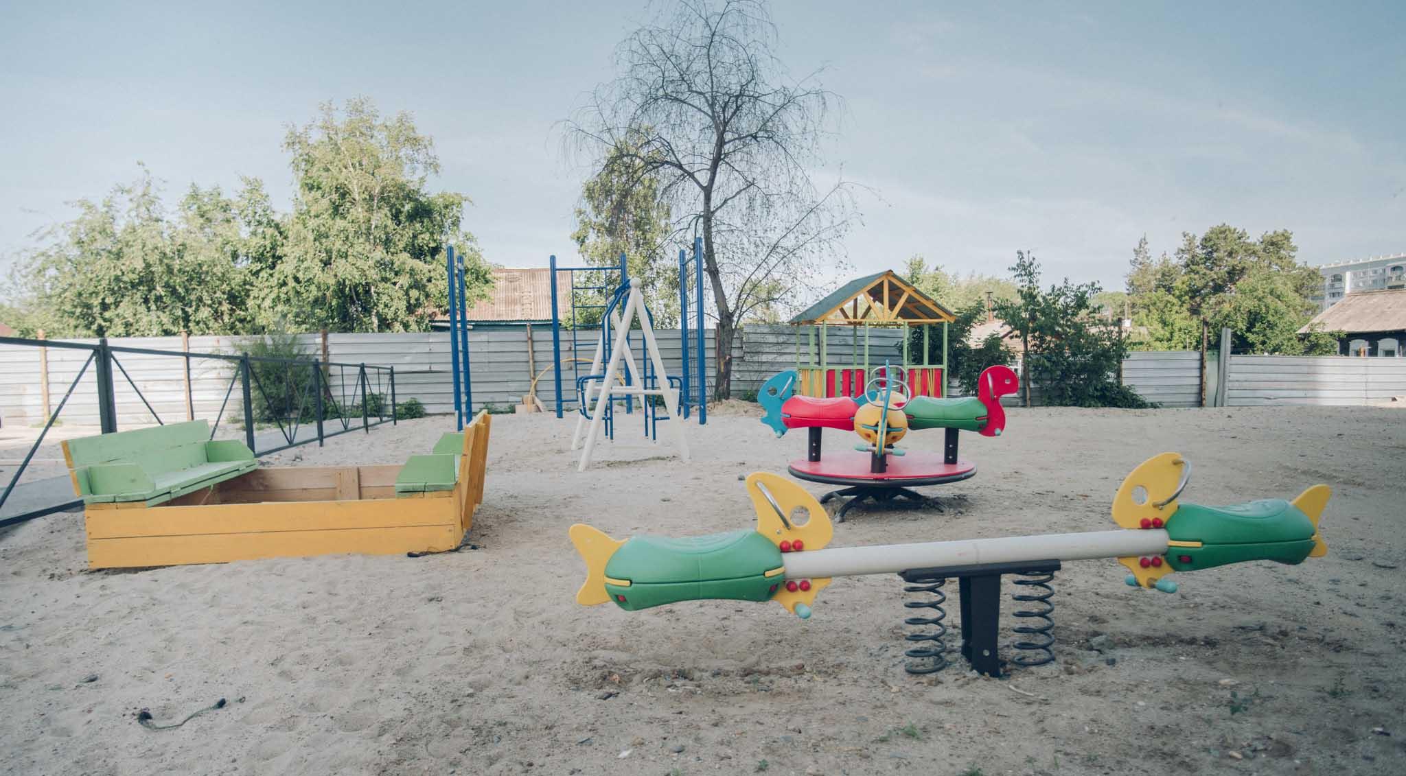 Гост детская площадка на территории многоквартирного дома