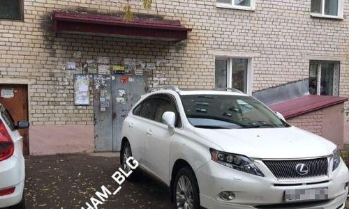 «По-другому — никак!»: жители Благовещенска оправдывают «мастеров парковки»