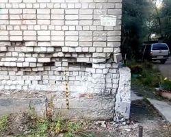 Капремонт не задался: жители полуразобранного дома в Благовещенске остались без тепла перед зимой