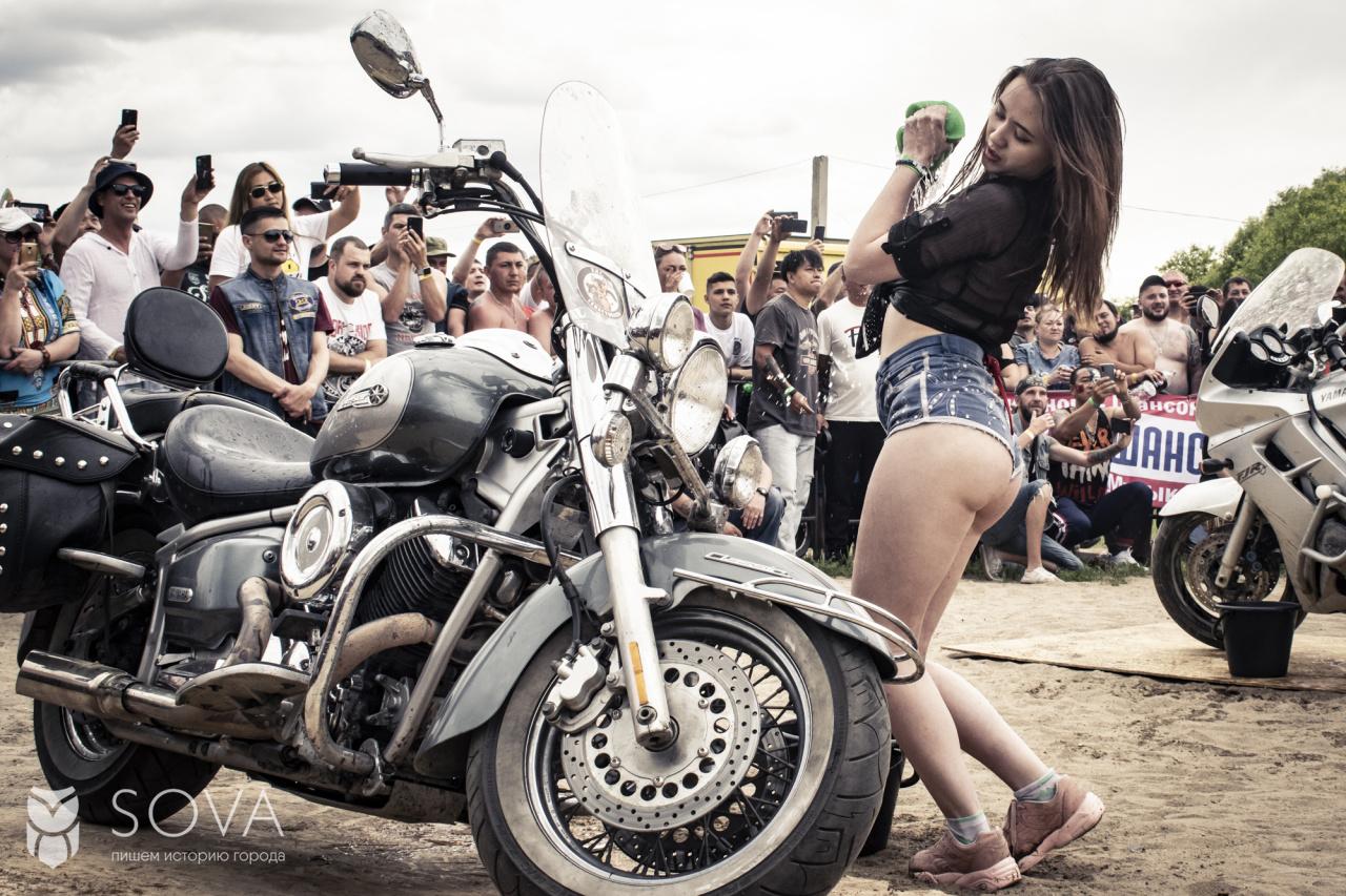 развратные телки на фестивали байкеров можно увидеть